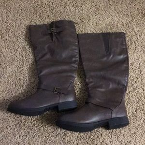 Size 11w Riding style Boots: Brown